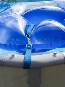 Cheap and Easy Dollar Store Pool Hacks - float leash #swimmingpool #poolcare #pooltime #summertime #poolhacks