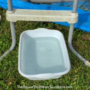 Cheap and Easy Dollar Store Pool Hacks - dishpan foot bath #swimmingpool #poolhack #pooltime #poolcare