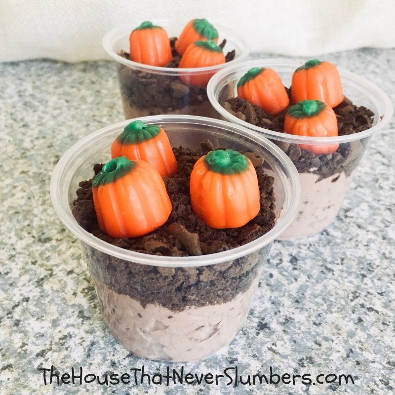 Pumpkin Patch Pudding Cups - These pudding cups are the perfect treat to bring to any fall gathering. The taste can't be beat, and they are adorable. #fallrecipe #kidsinthekitchen #fall #recipe #autumn #foodart #pumpkins