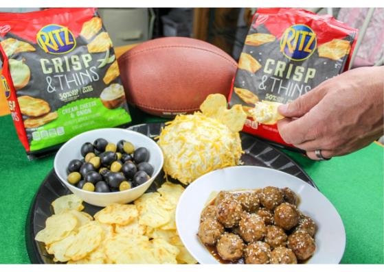 RITZ Crisp & Thins with ibotta - Great snacks for the big game! Also get our Easiest Game Day Cheeseball recipe. #gameday #ritzcracker #cheeseball #entertaining #snacks